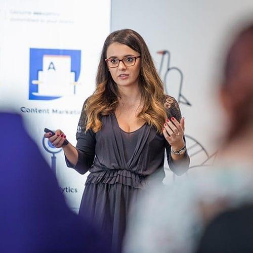 Alexandra Tudor trainer GPeC SUMMIT - Evenimentul Anului in E-Commerce si Digital Marketing